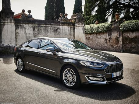 ford mondeo vignale 39 what do you buy if you have 43 900 burning a hole in your pocket. Black Bedroom Furniture Sets. Home Design Ideas