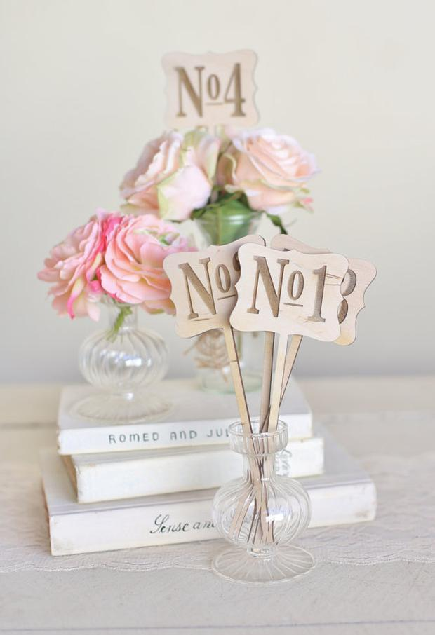 Vintage rustic table numbers, €3.63 at Etsy