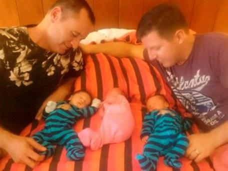 David Beard and Nicky Leonard Beard with newborn babies Lachlan, Kelly and Blake, whom they want get home to New Zealand