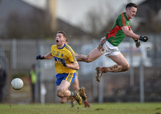 Diarmuid O'Connor of Mayo, competes for possession with Roscommon's Fintan Cregg during the Allianz league clash last month - both counties face important games this weekend. Photo: Brendan Moran/Sportsfile