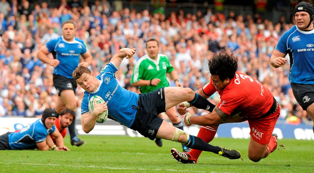 Brian O'Driscoll scores a try for Leinster during their 2011 Heineken Cup semi-final win over Toulouse