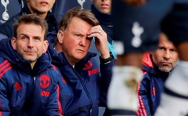 Manchester United manager Louis van Gaal (C) and assistant manager Ryan Giggs Reuters / Eddie Keogh