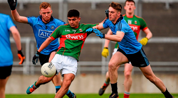 Shairoze Akram, Mayo, in action against Dublin players, Andy Foley, left, and Sean McMahon