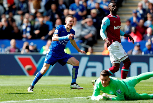 Football Soccer - Leicester City v West Ham United - Barclays Premier League - The King Power Stadium - 17/4/16 Jamie Vardy scores the first goal for Leicester. Action Images via Reuters / Carl Recine
