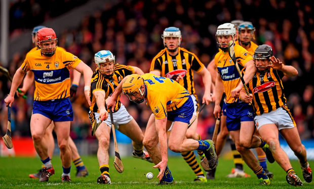 Cian Dillon, Clare, in action against Jonjo Farrell, Kilkenny