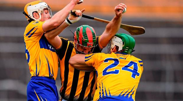 Kilkenny's Kieran Joyce can find no way past Clare duo Conor McGrath and Aaron Shanagher during their Allianz NHL sem-final in Thurle. Photo: Stephen McCarthy / Sportsfile