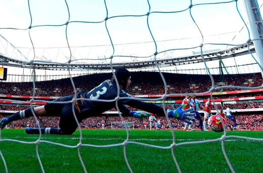 Petr Cech fails to prevent Yannick Bolasie's late strike from finding the net and costing Arsenal two points. Photo by Mike Hewitt/Getty Images