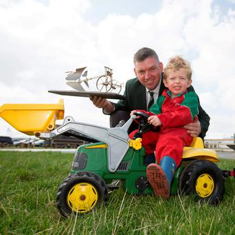 World reversible 3rd placed ploughman John Whelan, Wexford with his son Padraig (4). Photo: Alf Harvey/HRPhoto.ie