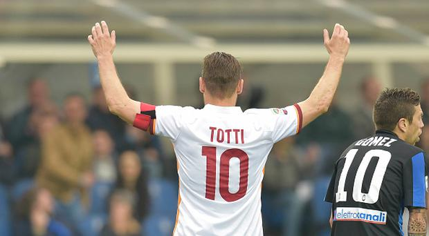 BERGAMO, ITALY - APRIL 17: Francesco Totti of AS Roma celebrates after scoring a goal during the Serie A match between Atalanta BC and AS Roma at Stadio Atleti Azzurri d'Italia on April 17, 2016 in Bergamo, Italy. (Photo by Luciano Rossi/AS Roma via Getty Images)
