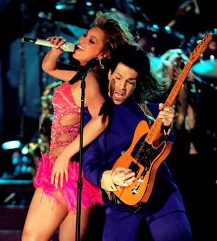 Singers Prince (R) and Beyonce perform during the 46th annual Grammy Awards in Los Angeles February 8, 2004. REUTERS/Gary Hershorn/Files