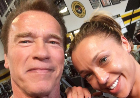 'Ireland's Fittest Mum' Louise Quinn poses for a selfie with Arnold Schwarzenegger. Photo: Twitter