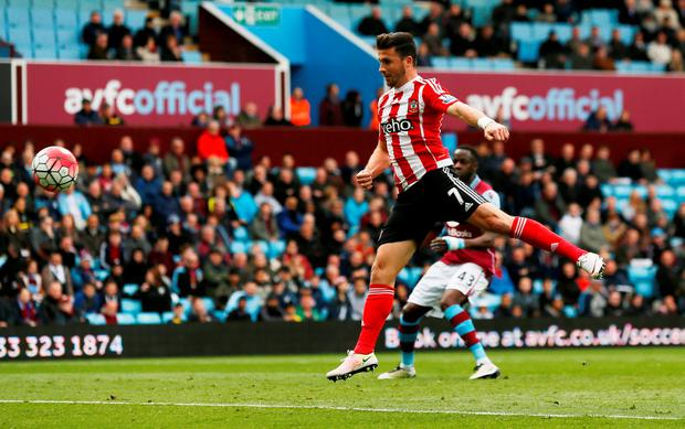 Southampton's Shane Long scores their first goal Action Images via Reuters / Jason Cairnduff