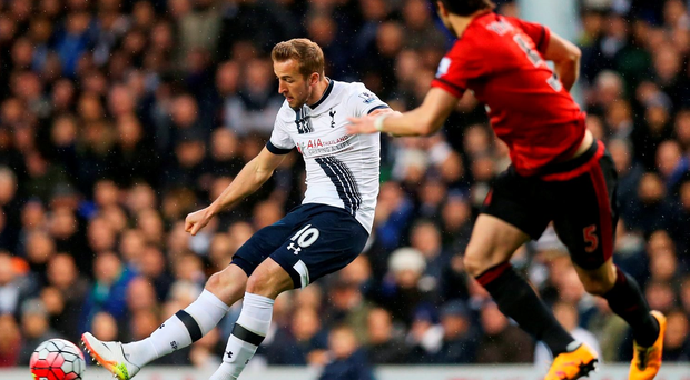 LONDON, ENGLAND - APRIL 25: Harry Kane of Tottenham Hotspur is watched by Claudio Yacob of West Bromwich Albion during the Barclays Premier League match between Tottenham Hotspur and West Bromwich Albion at White Hart Lane on April 25, 2016 in London, England. (Photo by Alex Morton/Getty Images)