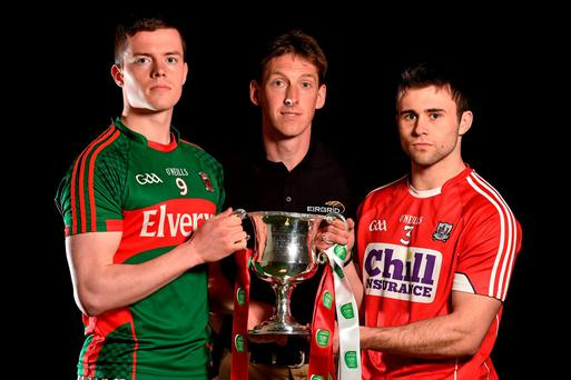 Mayo U-21 captain Stephen Coen (left) and his Cork counterpart Stephen Cronin with EirGrid ambassador Trevor Giles ahead of Saturday's EirGrid U-21 All-Ireland football championsip final in Ennis Photo: Brendan Moran / SPORTSFILE