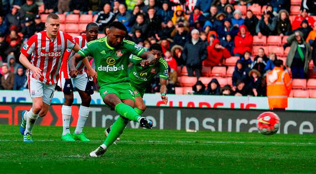 Sunderland forward Jermain Defoe scores the equalising 1-1 goal. Photo: Getty