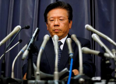 Mitsubishi Motors Corp's President Tetsuro Aikawa attends a news conference in Tokyo to brief about misconduct in fuel economy tests. Photo: Toru Hanai/Reuters