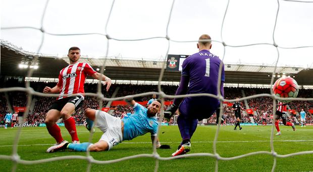 Shane Long scores the first goal for Southampton. Photo: John Sibley/Reuters