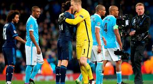 Real Madrid's Gareth Bale and Manchester City goalkeeper Joe Hart shake hands after the final whistle of the UEFA Champions League