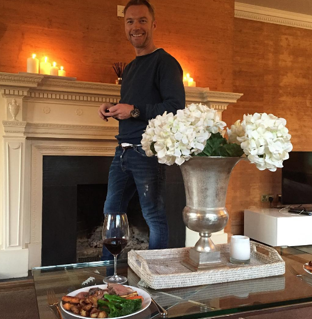 Ronan Keating relaxes in his new countryside home / Instagram