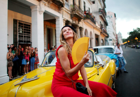 Brazilian model Gisele Bundchen poses before a fashion show by Karl Lagerfeld for Chanel in Havana, Cuba Photo: REUTERS/Alexandre Meneghini