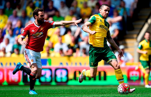 NORWICH, ENGLAND - MAY 07: Robbie Brady of Norwich City and Juan Mata of Manchester United compete for the ball during the Barclays Premier League match between Norwich City and Manchester United at Carrow Road on May 7, 2016 in Norwich, England. (Photo by Mike Hewitt/Getty Images)