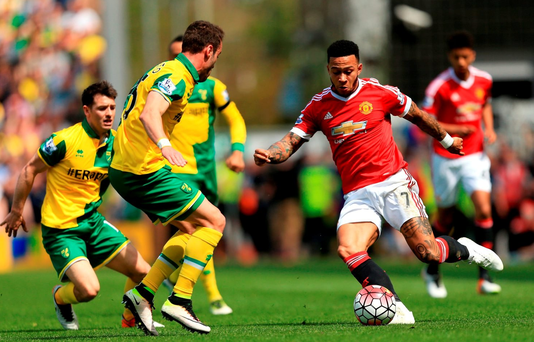 NORWICH, ENGLAND - MAY 07: Memphis Depay of Manchester United and Ivo Pinto of Norwich City compete for the ball during the Barclays Premier League match between Norwich City and Manchester United at Carrow Road on May 7, 2016 in Norwich, England. (Photo by Stephen Pond/Getty Images)