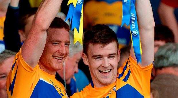 Joint Clare captains Cian Dillon, left, and Tony Kelly lift the cup. Photo: Piaras Ó Mídheach / Sportsfile