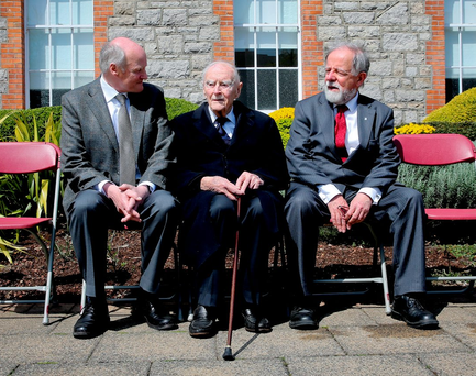 David Ceannt (left) grandnephew of Eamonn Ceannt, former Taoiseach Liam Cosgrave and Cathal McSwiney Brugha, grandson of Cathal Brugha, at the unveiling of the plaque at St James's Hospital. Photo: Maxwell