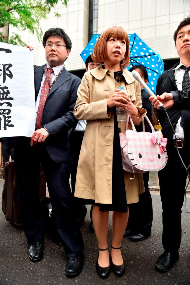 Japanese artist Megumi Igarashi (C) speaks to reporters in front of the Tokyo District Court on May 9, 2016. AFP PHOTO / KAZUHIRO NOGIKAZUHIRO NOGI/AFP/Getty Images