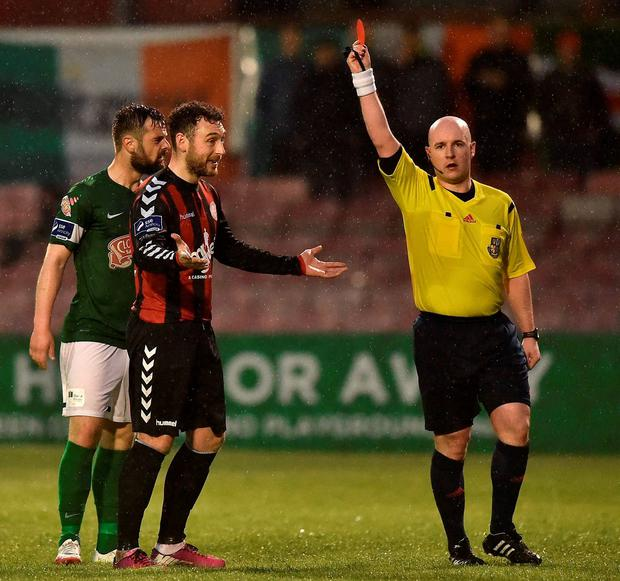 Referee Robert Rogers shows a red card to Bohs' Mark Quigley. David Maher / SPORTSFILE