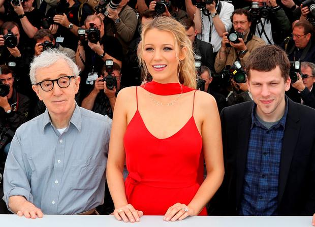 (FromL) US director Woody Allen, US actress Blake Lively and US actor Jesse Eisenberg pose on May 11, 2016 during a photocall for the film