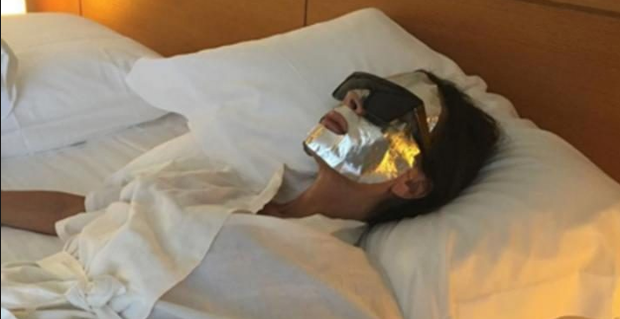 Victoria Beckham poses with her Estee Lauder face mask on Instagram. Photo: Instagram