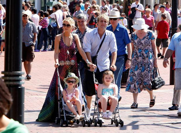 Brian McFadden with ex-fiancée Delta Goodrem and his children Molly-Marie and Lilly-Sue are seen on March 24, 2008 in Darling Harbour, Sydney, Australia. (Photo by Jamie Fawcett/Getty Images)