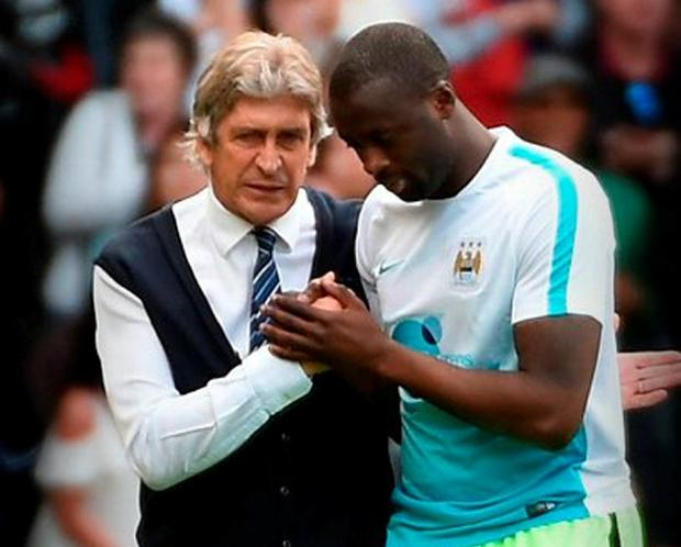 Manuel Pellegrini, manager of Manchester City and Yaya Toure shake hands. Photo: Tom Dulat/Getty Images
