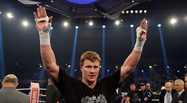The fight was cancelled after Alexander Povetkin (p) failed to pass a drug test Photo: Getty