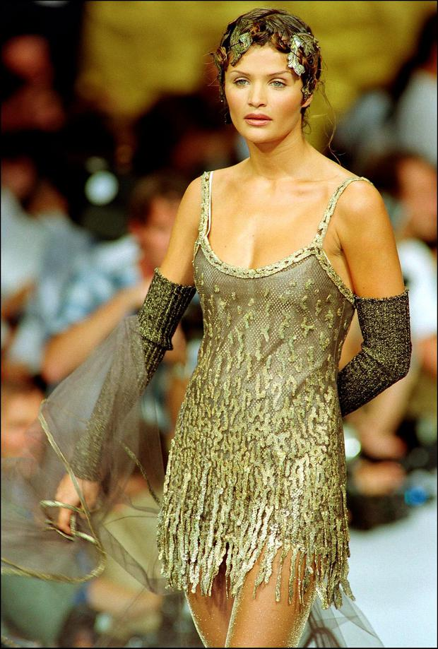 Picture dated 20 July 1993 shows top model Helena Christensen during the Chanel 1993-1994 fall-winter haute couture collections. (Photo credit should read VERDY/AFP/Getty Images)