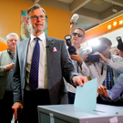 Presidential candidate Norbert Hofer of the Austrian Freedom Party (FPOe) casts his ballot. Photo: Reuters