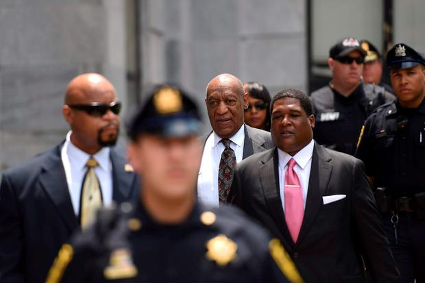 Actor and comedian Bill Cosby departs the Montgomery County Courthouse after a pre-trial hearing on sexual assault charges in Norristown, Pennsylvania May 24, 2016. REUTERS/Mark Makela