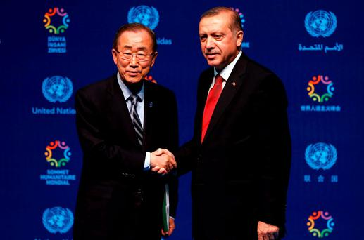 Turkish President Tayyip Erdogan (R) and U.N. Secretary-General Ban Ki-moon shake hands following the closing news conference during the World Humanitarian Summit in Istanbul, Turkey, May 24, 2016. REUTERS/Murad Sezer