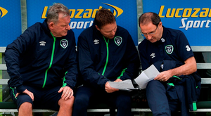 Martin O'Neill, chats with coaches Steve Walford, and Steve Guppy: David Maher/Sportsfile