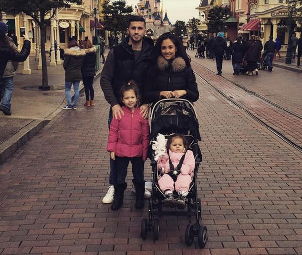 Shane Long with wife Kayleah and daughters Teigan and Erin
