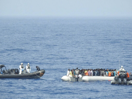 The LÉ Róisín rescues 123 migrants off the coast of Libya.