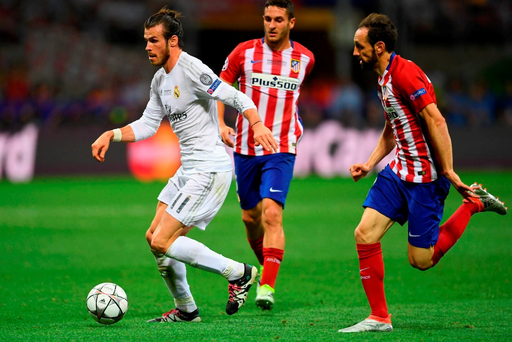 MILAN, ITALY - MAY 28: Gareth Bale of Real Madrid is challenged by Juanfran of Atletico Madrid during the UEFA Champions League Final (Photo by Laurence Griffiths/Getty Images)