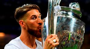Sergio Ramos of Real Madrid kisses the trophy. Photo: Getty
