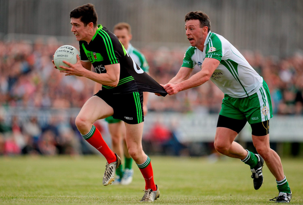 Mayo's Conor Loftus has his jersey tugged by London's Danny Ryan during yesterday Connacht SFC quarter-final in Páirc Smárgaid, Ruislip. Pic: Seb Daly/Sportsfile