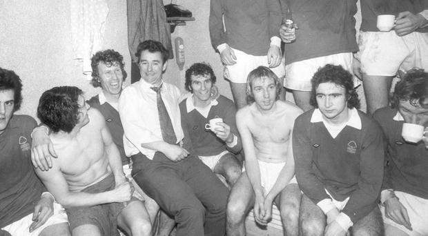 Martin O'Neill (right) is all alone with his thoughts as Brian Clough enjoys a bit of banter with some of the other Nottingham Forest players in their dressing room in January, 1975. Photo: Evening Standard/Getty Images