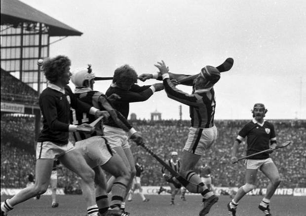 Eddie Keher sets up a Kilkenny attack during the All-Ireland hurling final against Galway at Croke Park. Pic: Tom Burke 7/9/75 (Part of the Independent Newspapers Ireland/NLI collection.)