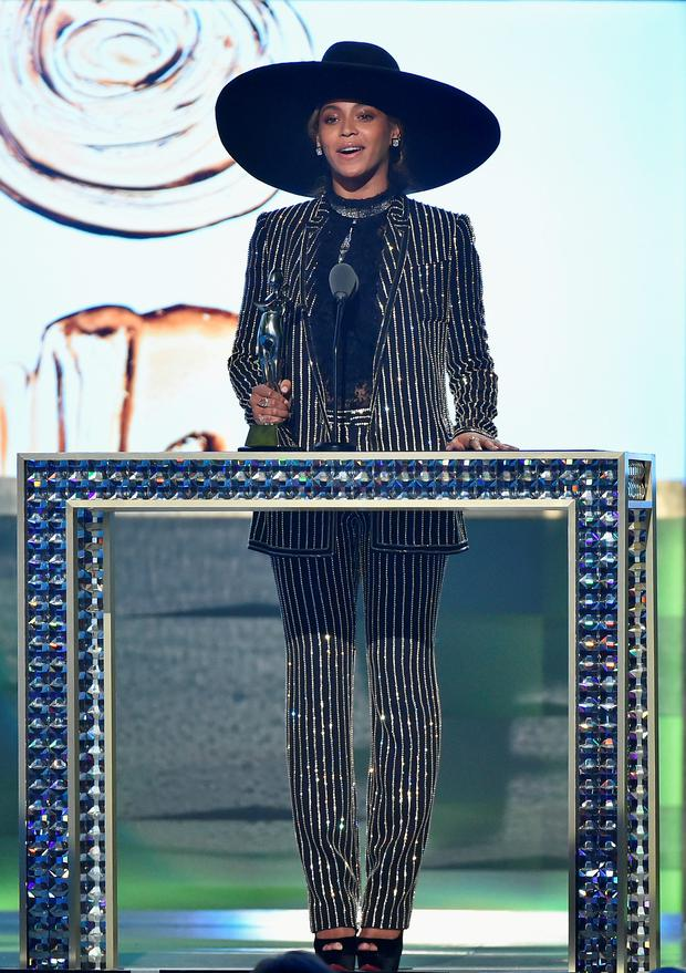 NEW YORK, NY - JUNE 06: Beyonce accepts The CDFA Fashion Icon Award onstage at the 2016 CFDA Fashion Awards at the Hammerstein Ballroom on June 6, 2016 in New York City. (Photo by Theo Wargo/Getty Images)