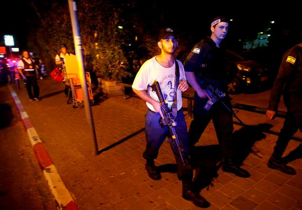 Israeli security personnel search the area following a shooting attack in the center of Tel Aviv. Photo: Reuters