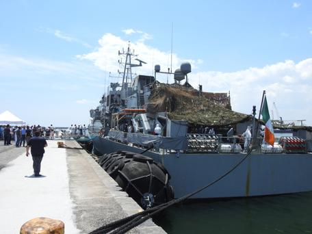 LÉ Róisín transfers 375 migrants to Sicilian port of Catania